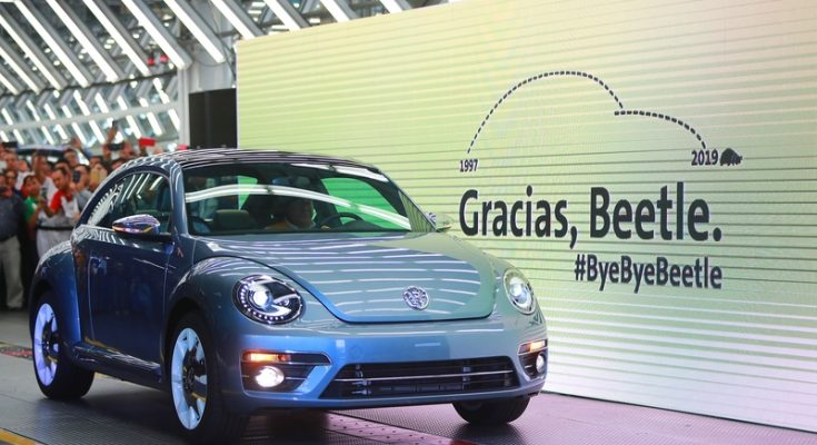 Volkswagen Marks End of an Era with Production of the Last VW Beetle 1