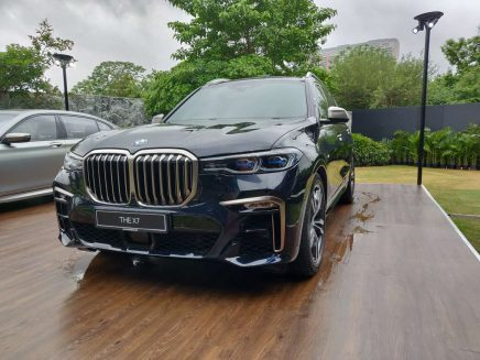 BMW X7 Launched in Pakistan and India 8