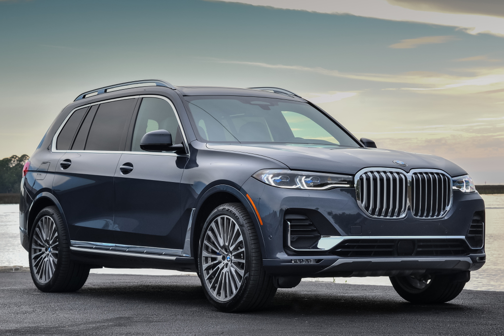 BMW X7 Launched in Pakistan and India 1