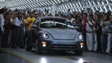 Volkswagen Marks End of an Era with Production of the Last VW Beetle 3