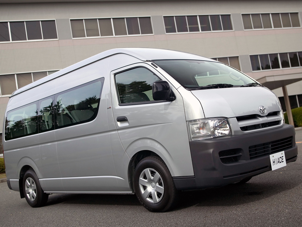 History of Toyota HiAce 32