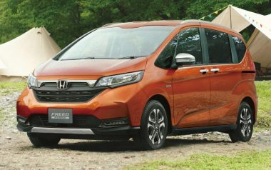Honda Freed Gets a Facelift and a New Trim 12
