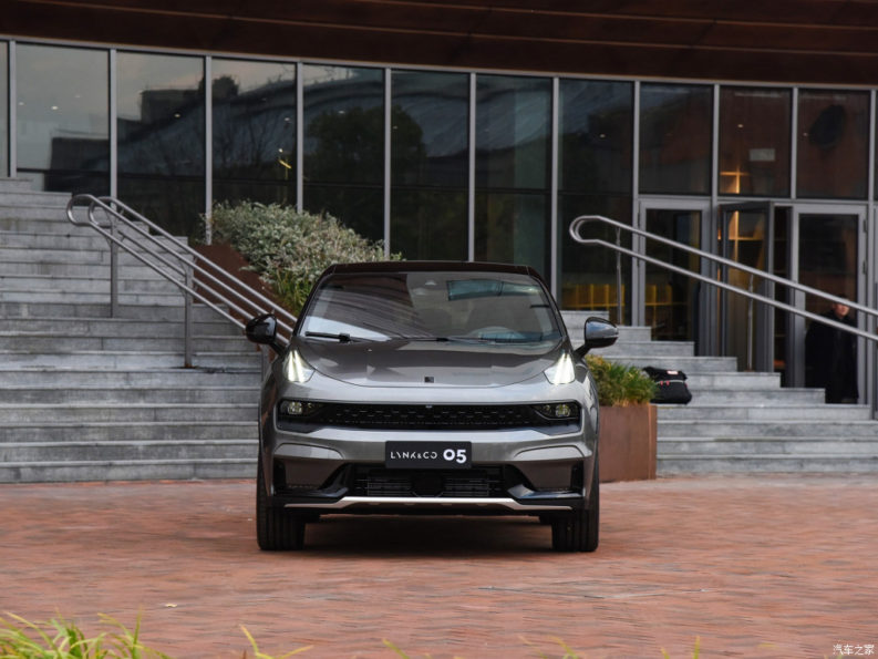 Lynk & Co Reveals 05 Coupe SUV 7