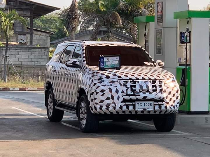 Toyota Hilux and Fortuner Facelift Spotted Testing in Thailand 3