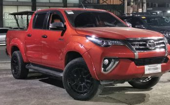 Is this Toyota Hilux or a Fortuner? 6