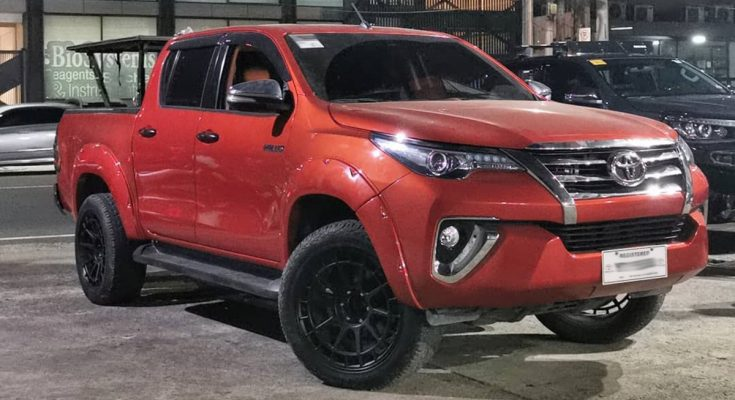 Is this Toyota Hilux or a Fortuner? 1