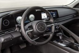Pakistan-Bound Hyundai Elantra Becomes Outdated 13