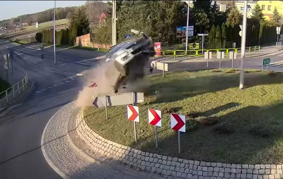 Suzuki Swift Goes Airborne in Poland 10