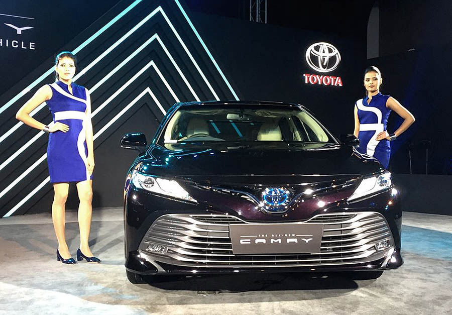 Toyota Updates the Camry Hybrid in India without Increasing the Price 11