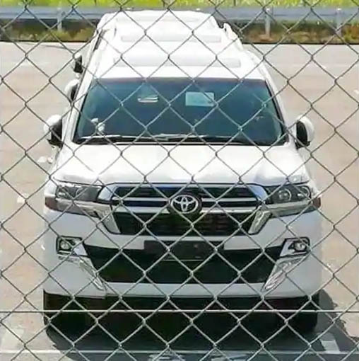 2021 Toyota Land Cruiser Facelift Spied In Japan 3