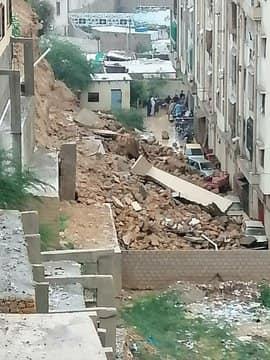 Multiple Vehicles Damaged due to Landslide in Karachi 5