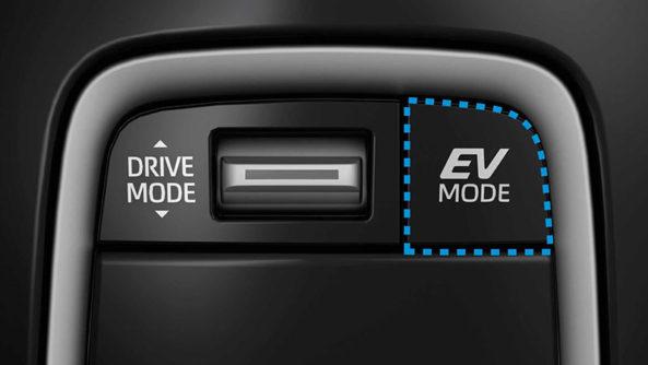 Corolla Estate-Based Suzuki Swace Debuts 9