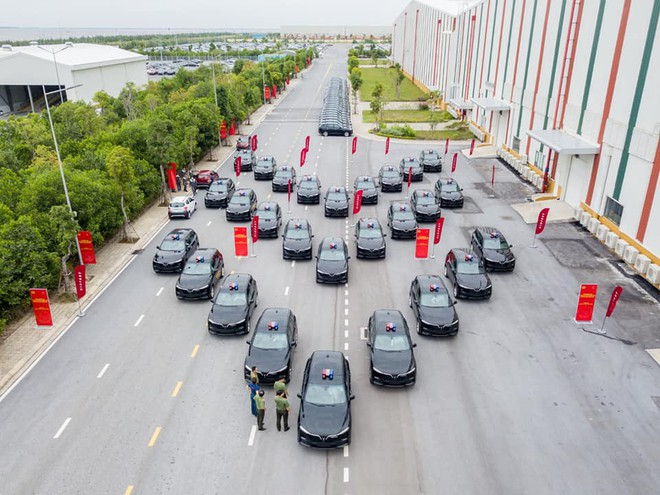 VinFast Delivers Lux SA2.0 SUVs to Ministry of Public Security 4
