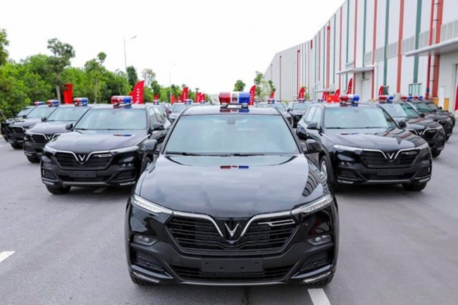 VinFast Delivers Lux SA2.0 SUVs to Ministry of Public Security 1